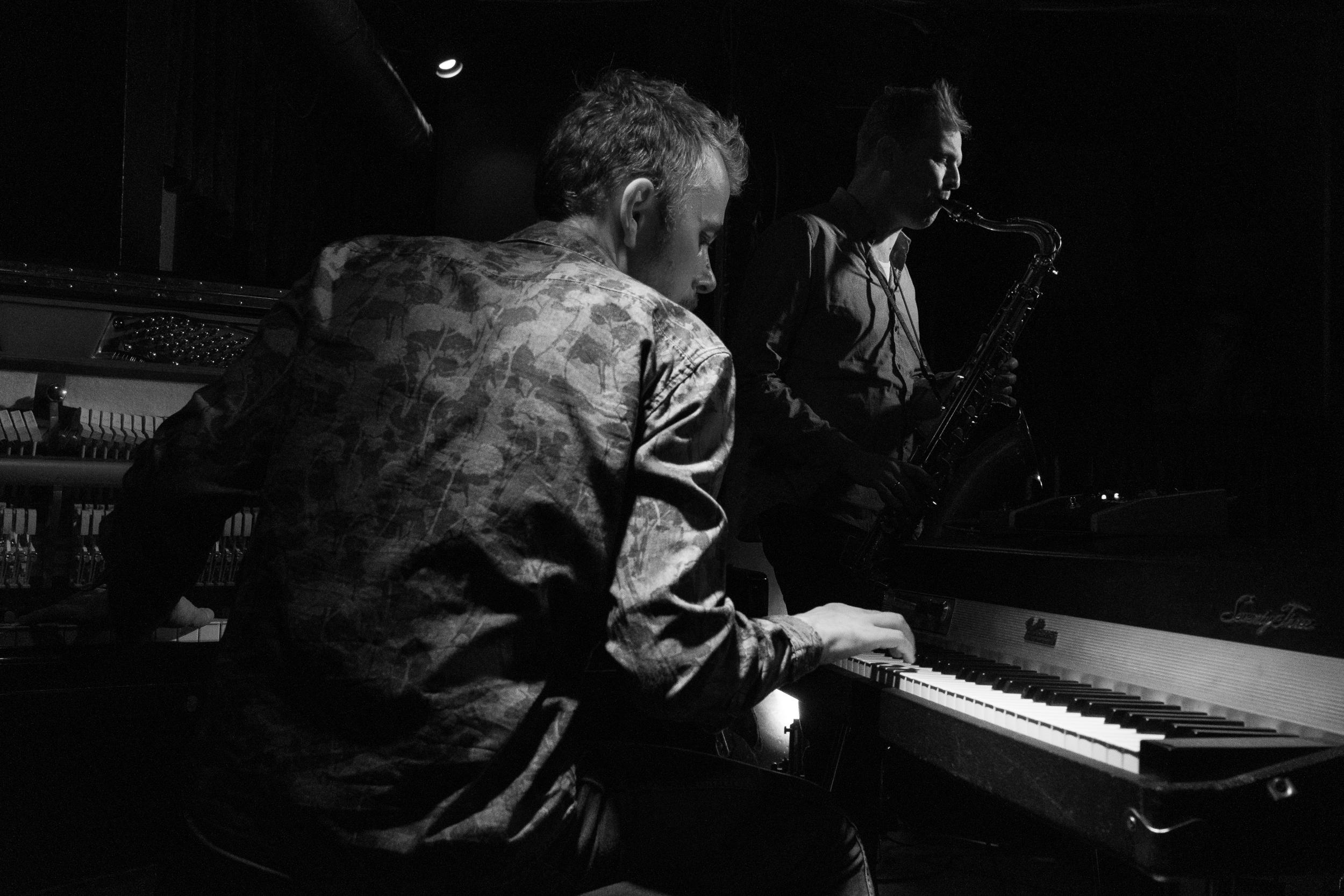TWIRLS - Nicolas Schulze & Alexander Beierbach